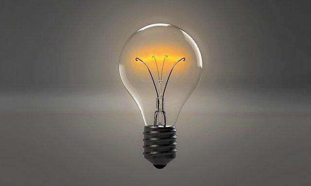 nezapojená klasická žárovka